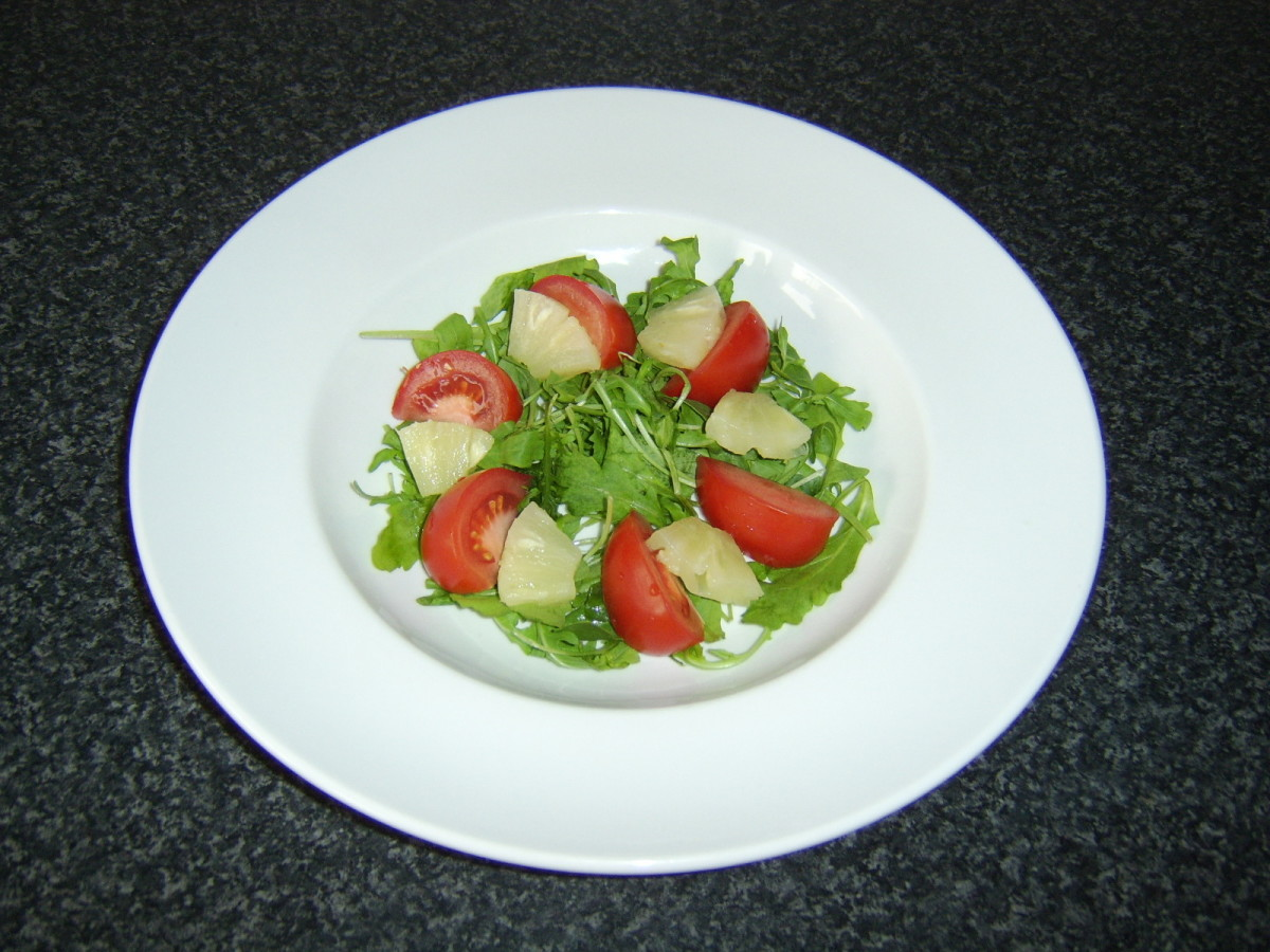 Simple rocket, tomato and pineapple salad