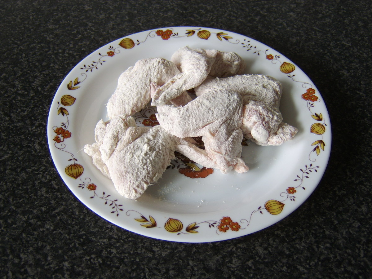 The chicken wings are firstly shaken in the flour