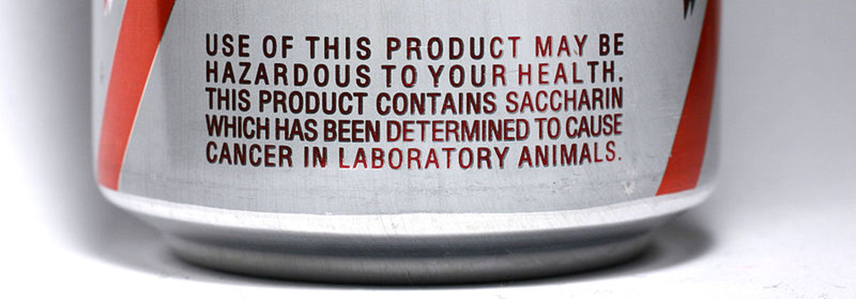 Warning labels (such as this one on a diet Dr. Pepper can) were once required for the use of saccharin. The use of warning labels has since been discontinued, as the chemical is not a human carcinogen.