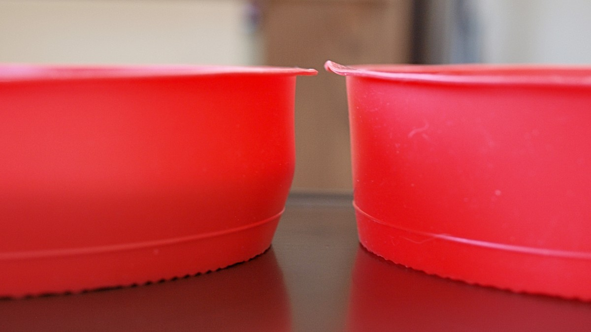 With larger confections, silicone can bend; whereas metal would be rigid. Something to keep in mind if you're considering making a cake with this type of bakeware.