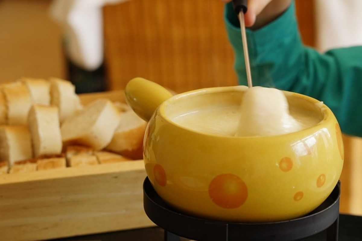 Keep proper etiquette suggestions in mind at your next fondue gathering.