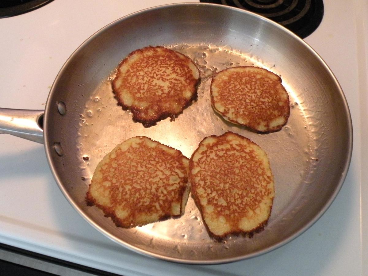 Fry potato pancakes for 1 or 2 minutes on each side until done.