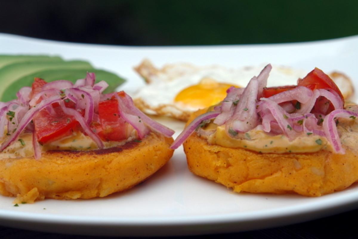 Llapingachos with salsa de maní
