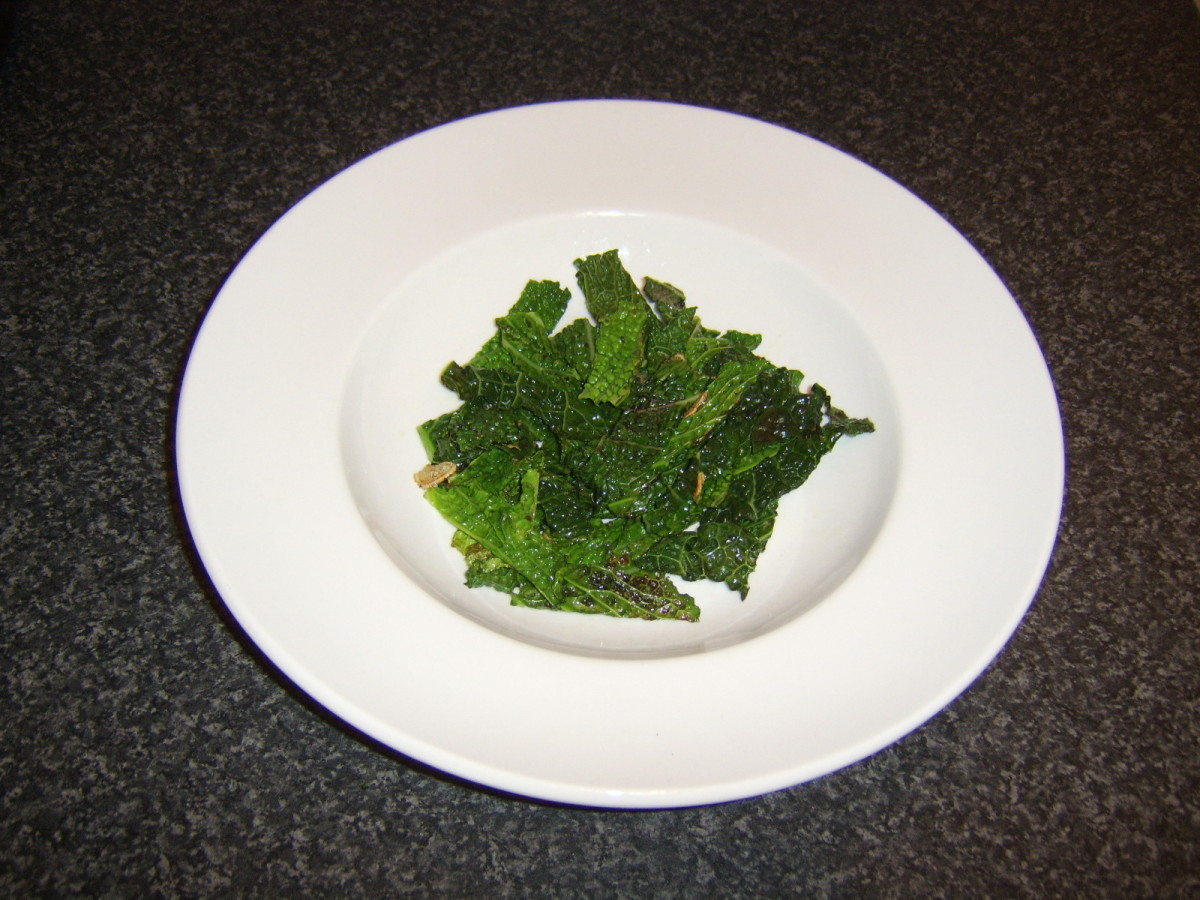 Make a bed of the Savoy cabbage on a plate
