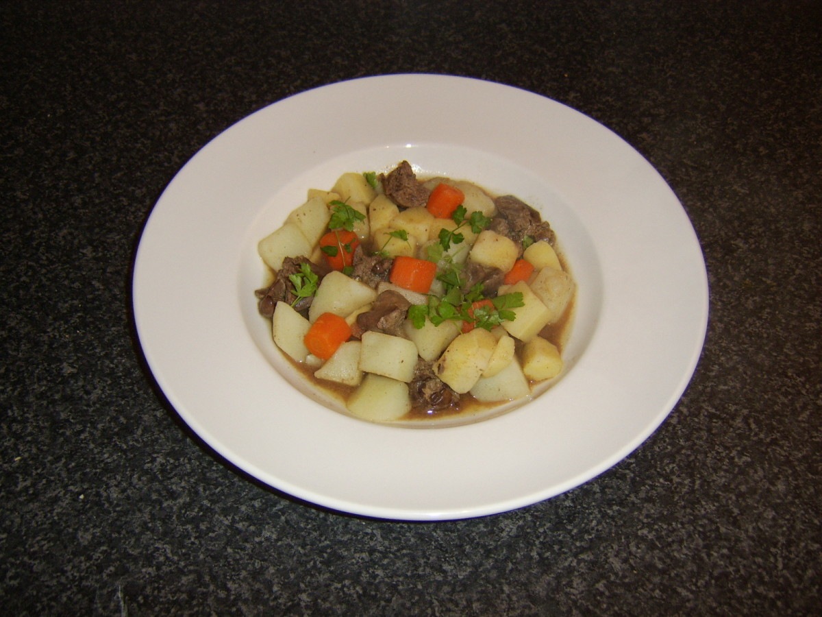 This one pot chicken liver and vegetable stew is served simply garnished with some freshly chopped parsley
