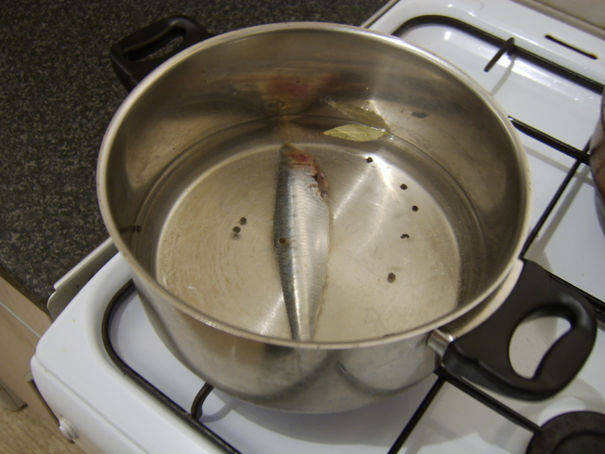 Enough water is added to the pot to completely cover the sardine