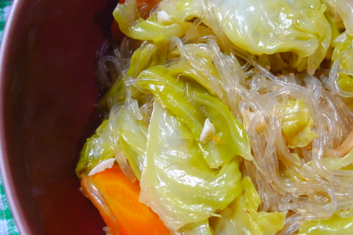 Carrot, cabbage, and lots of tasty sotanghon.