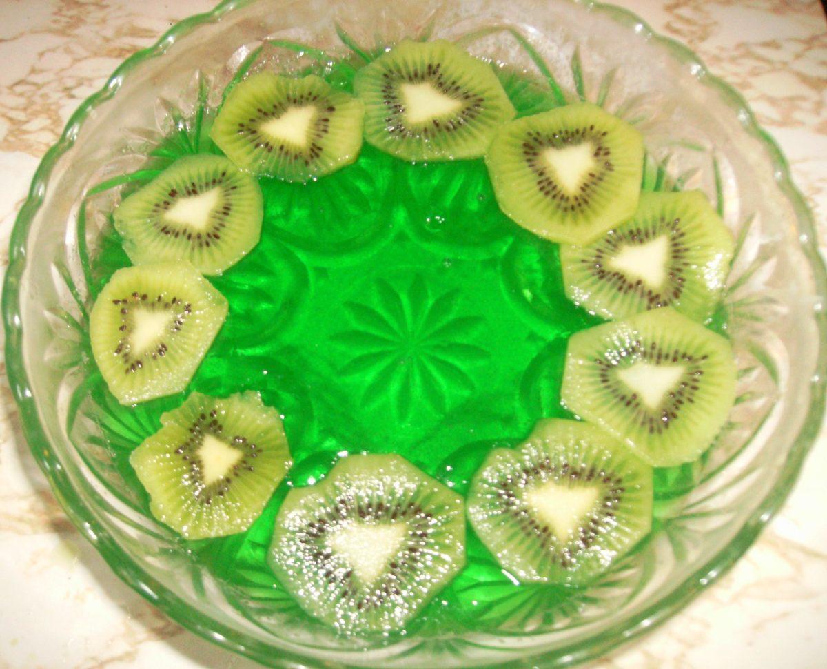 Lime jello with sliced kiwi