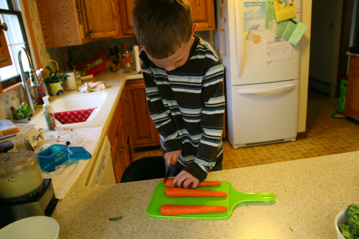 Cut the carrots into coins. My older son tried to cut the carrots using a butter knife, but I ended up cutting four of the carrots with a sharp knife since the carrots were difficult to cut with a butter knife.