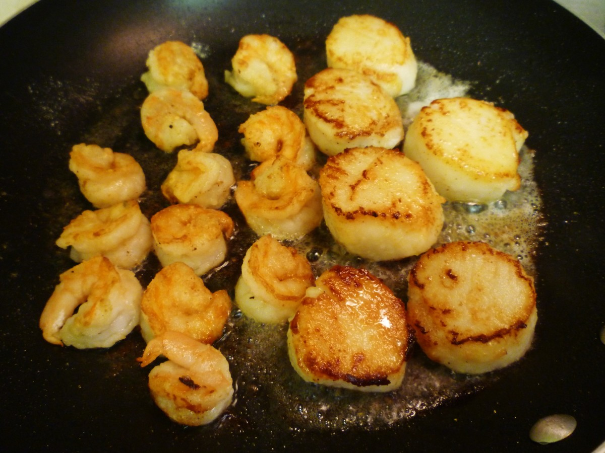 Sautéing the shrimp & scallops on the second side.