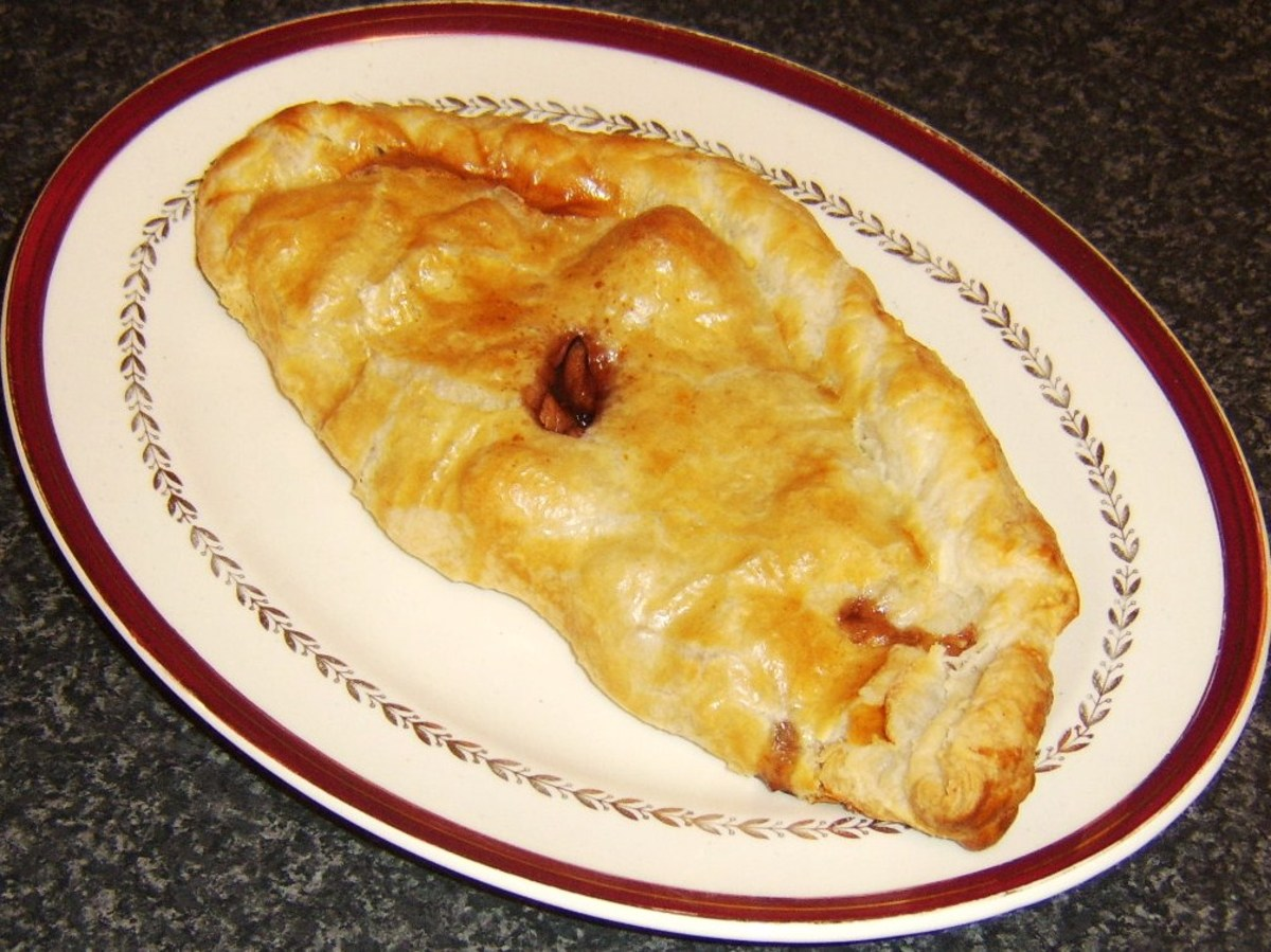 Turkey, sage and onion with cranberry and port sauce pasty