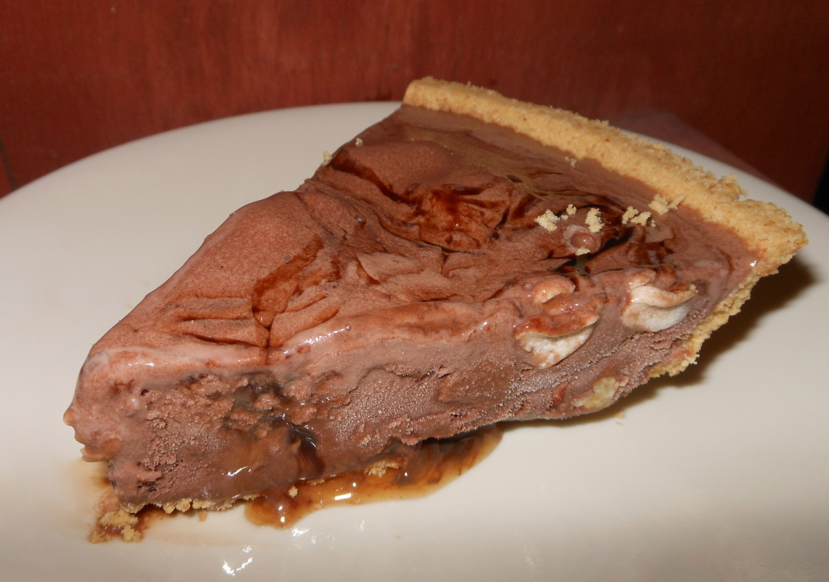 Serving suggestion: Dip your serving knife in warm water for easier slicing. Notice how the ribbons of syrup and the rising marshmallows and pecan pieces cover the different layers of the pie. Enjoy!