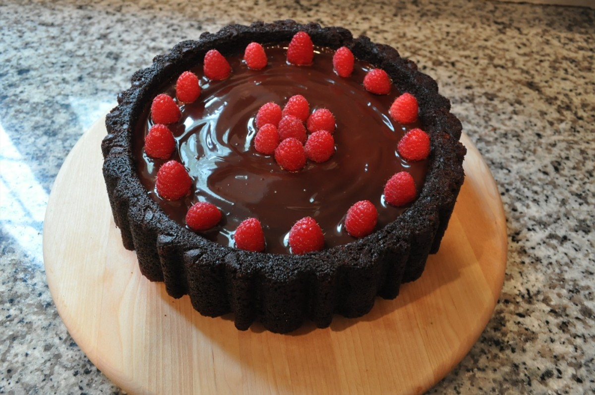 MaryAnn Pan Chocolate Cake with Raspberries