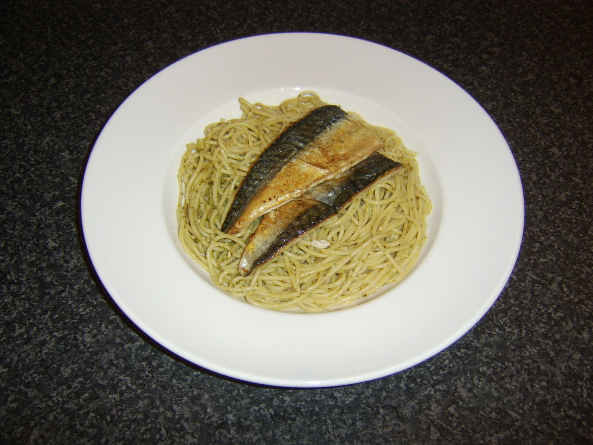 Mackerel fillets are placed on the spaghetti