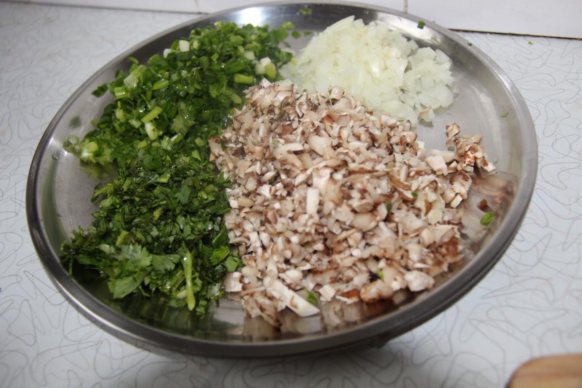 Shallot, corriander, mushroom and onion chopped.