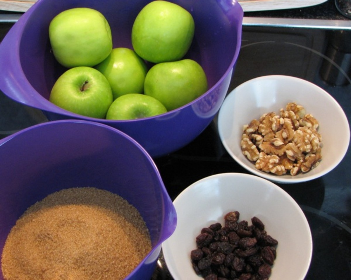 The filling ingredients - apples, walnuts, sultanas (plus the sugar for the toffee).