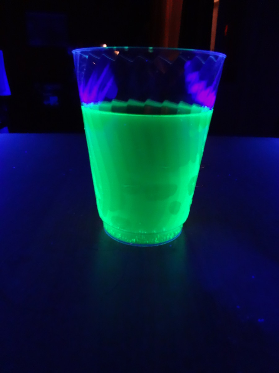 How to Make Drinks that Glow in the Dark Delishably