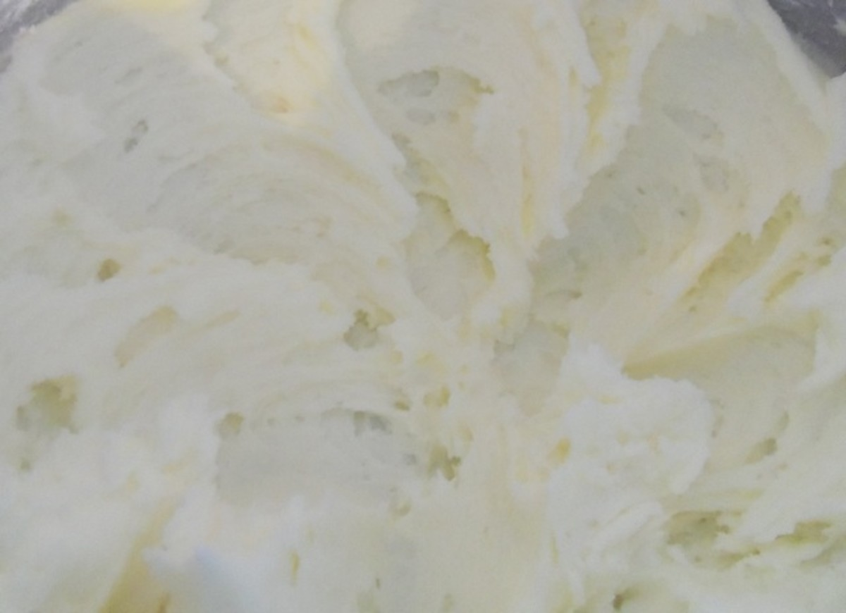 Creamy lemon buttercream frosting