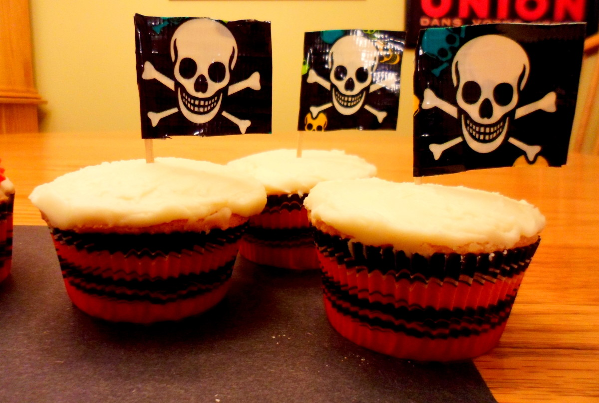 Our finished DIY pirate cupcake toppers.