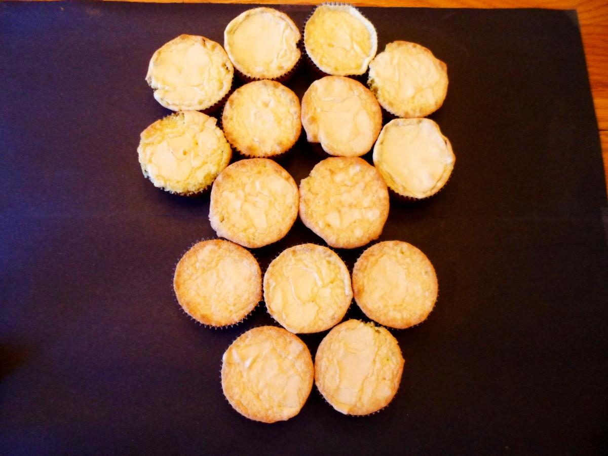 Arrange cupcakes in skull shape.