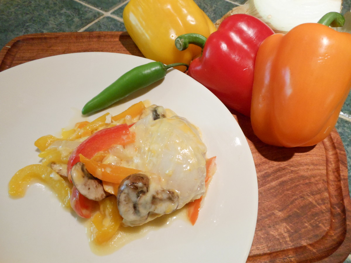Pechuga Monterrey: Chicken, red, orange and yellow peppers, onion, mushrooms and colby jack cheese. Delicioso!