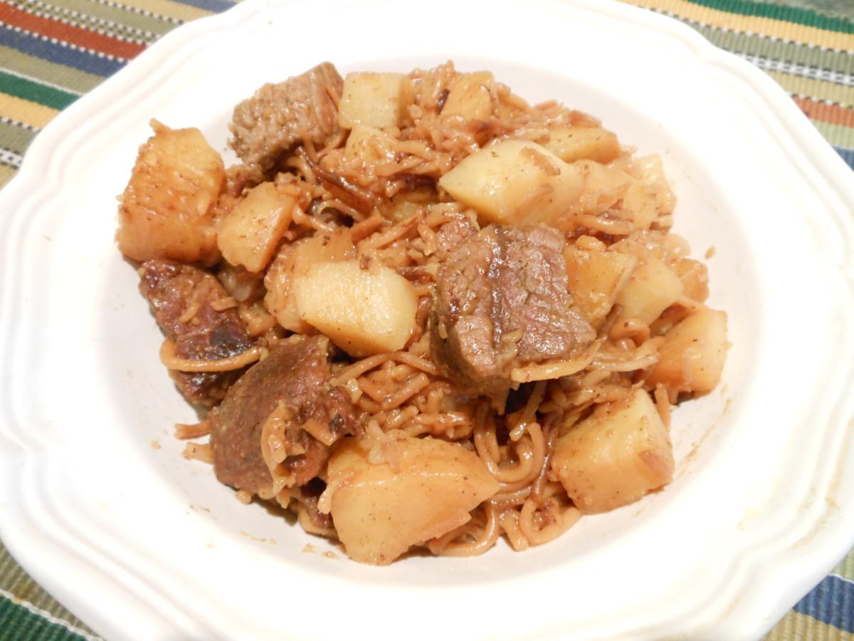 Guisado: Fideo con carne y papas.