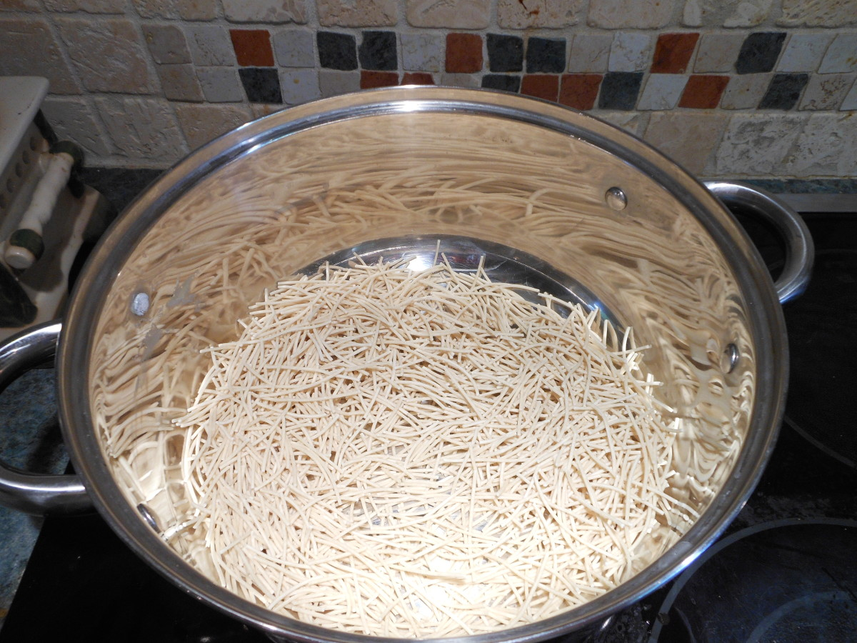Brown one box of fideo (vermicelli) with 1 tablespoon of canola oil.