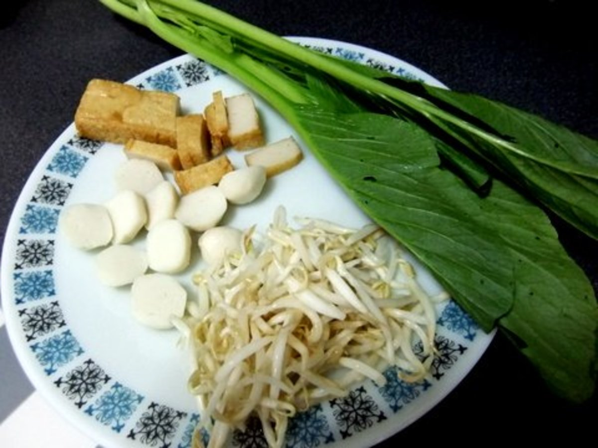 Bean Sprouts, Fish Balls, Fish Cakes and  Sawi that I sued for this Fried Noodle recipe