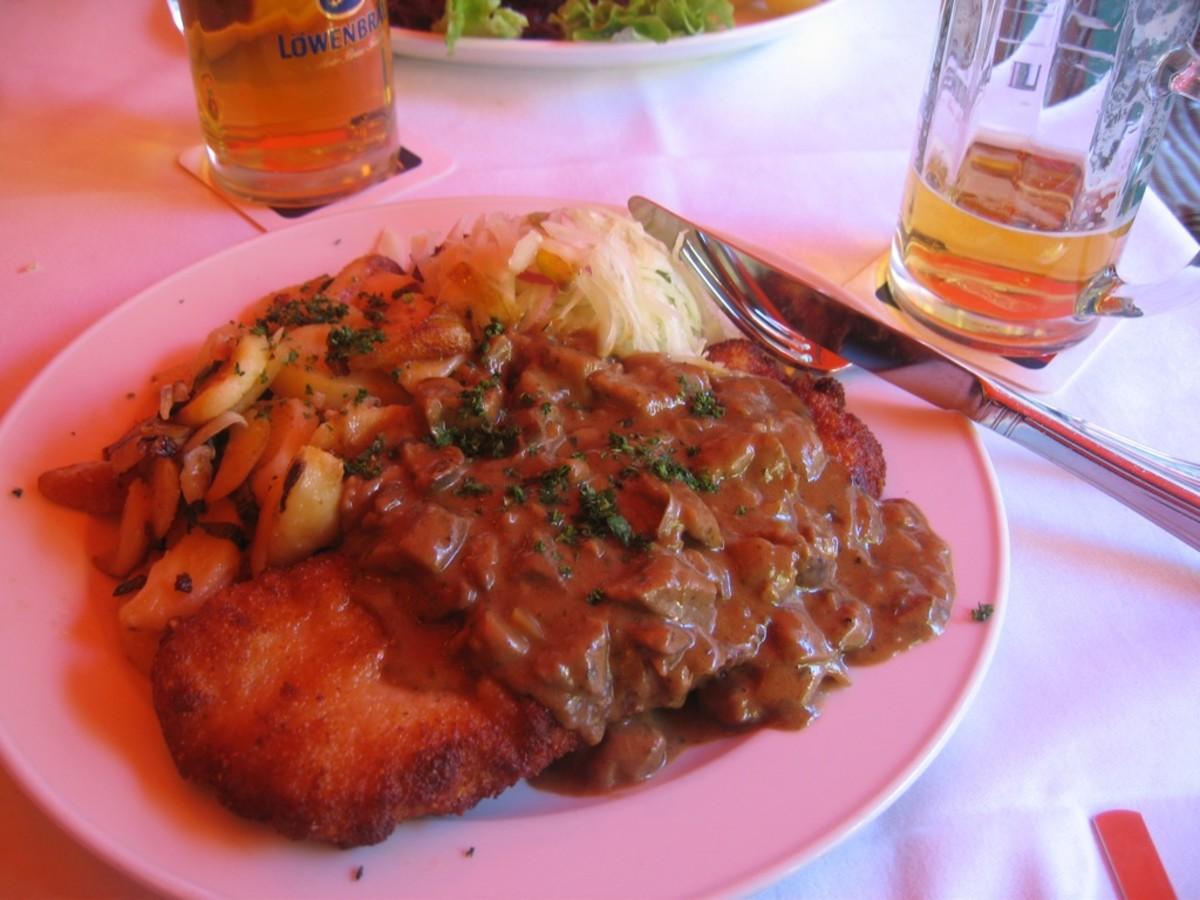 Bratkartoffeln with a Jägerschnitzel