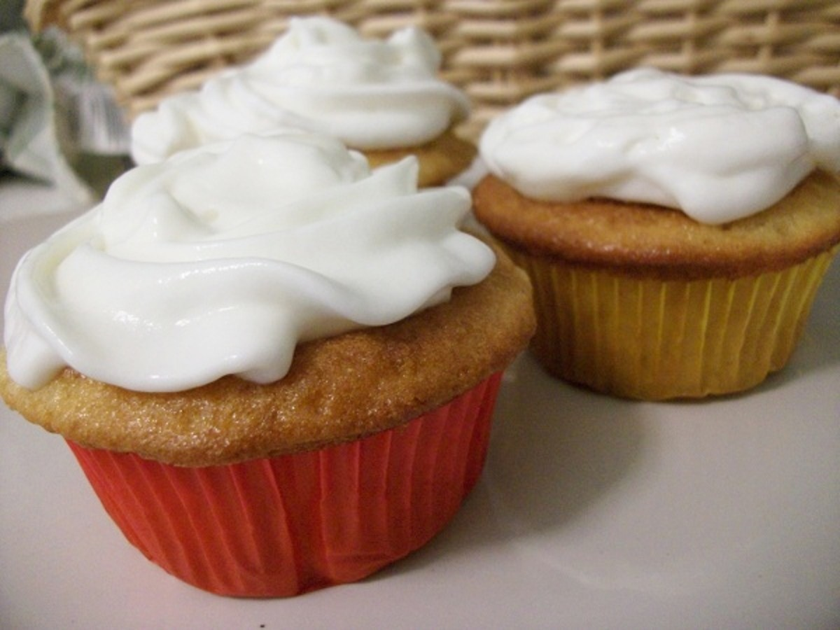 Gluten-Free Apple Pie Cupcakes with Whipped Cream Frosting