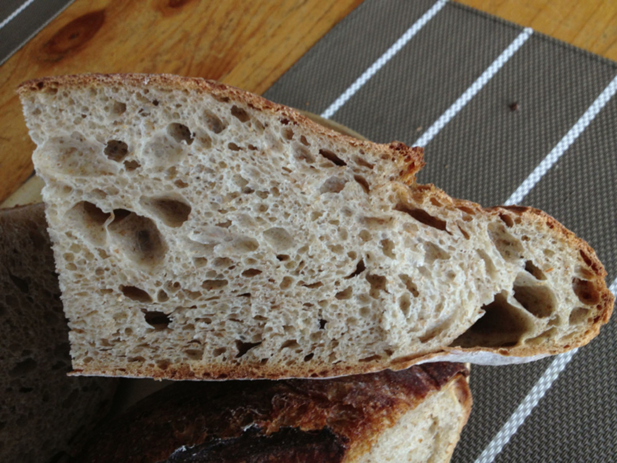 The mid-sized loaf. Proofed in a banneton. Baked at 200°C. Image: © Francoise Garnier