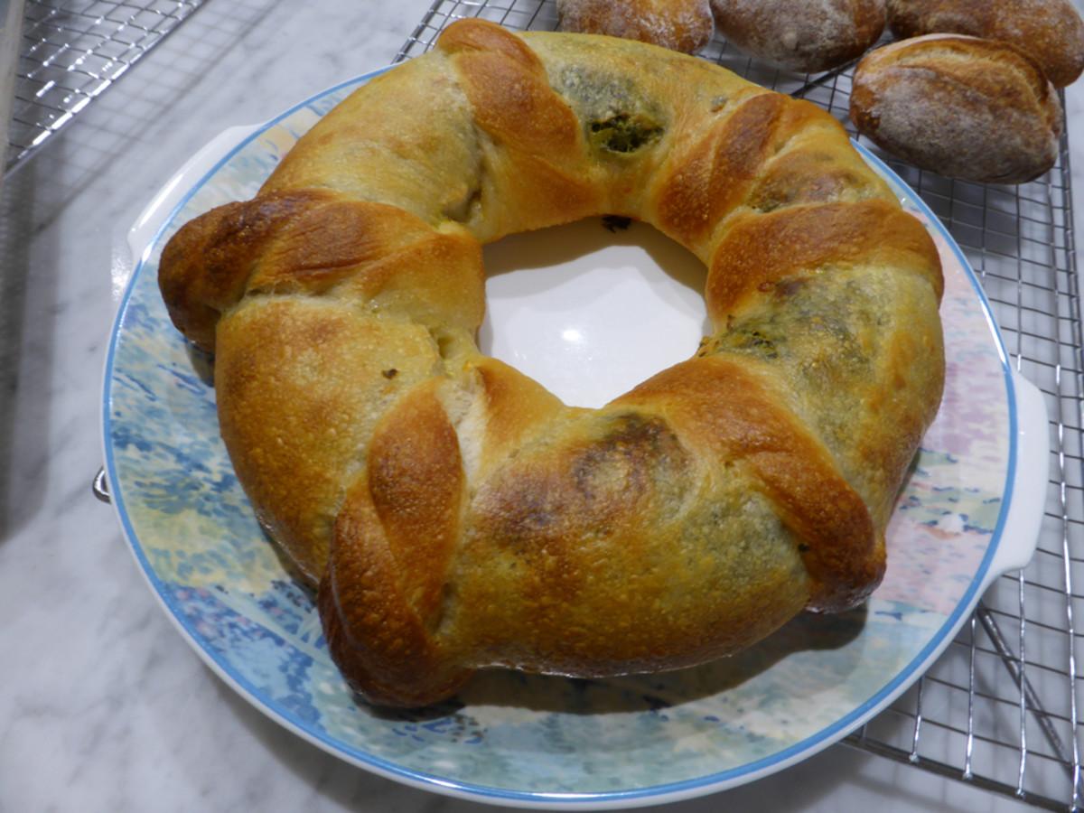 Spinach, ricotta, fetta bread wreath ready to serve. Image: © Siu Ling Hui