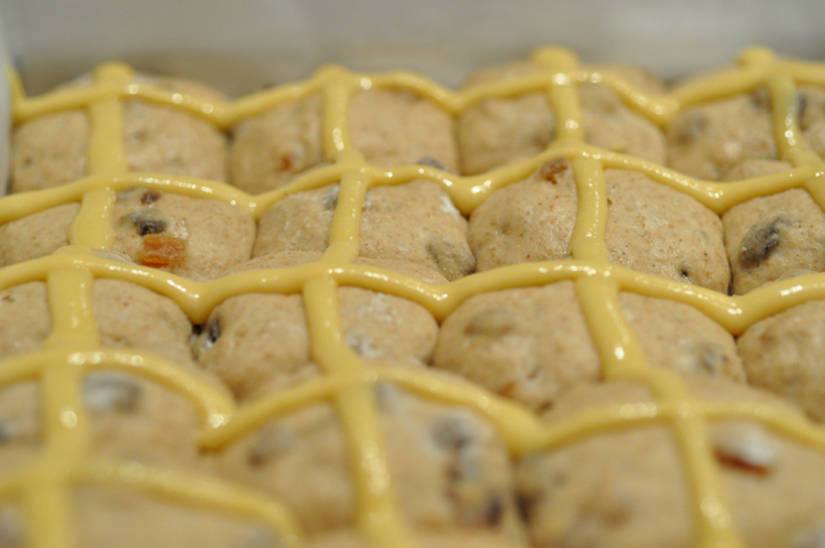 Buns with crosses piped on with a 1/8 inch nozzle. Image: © Siu Ling Hui