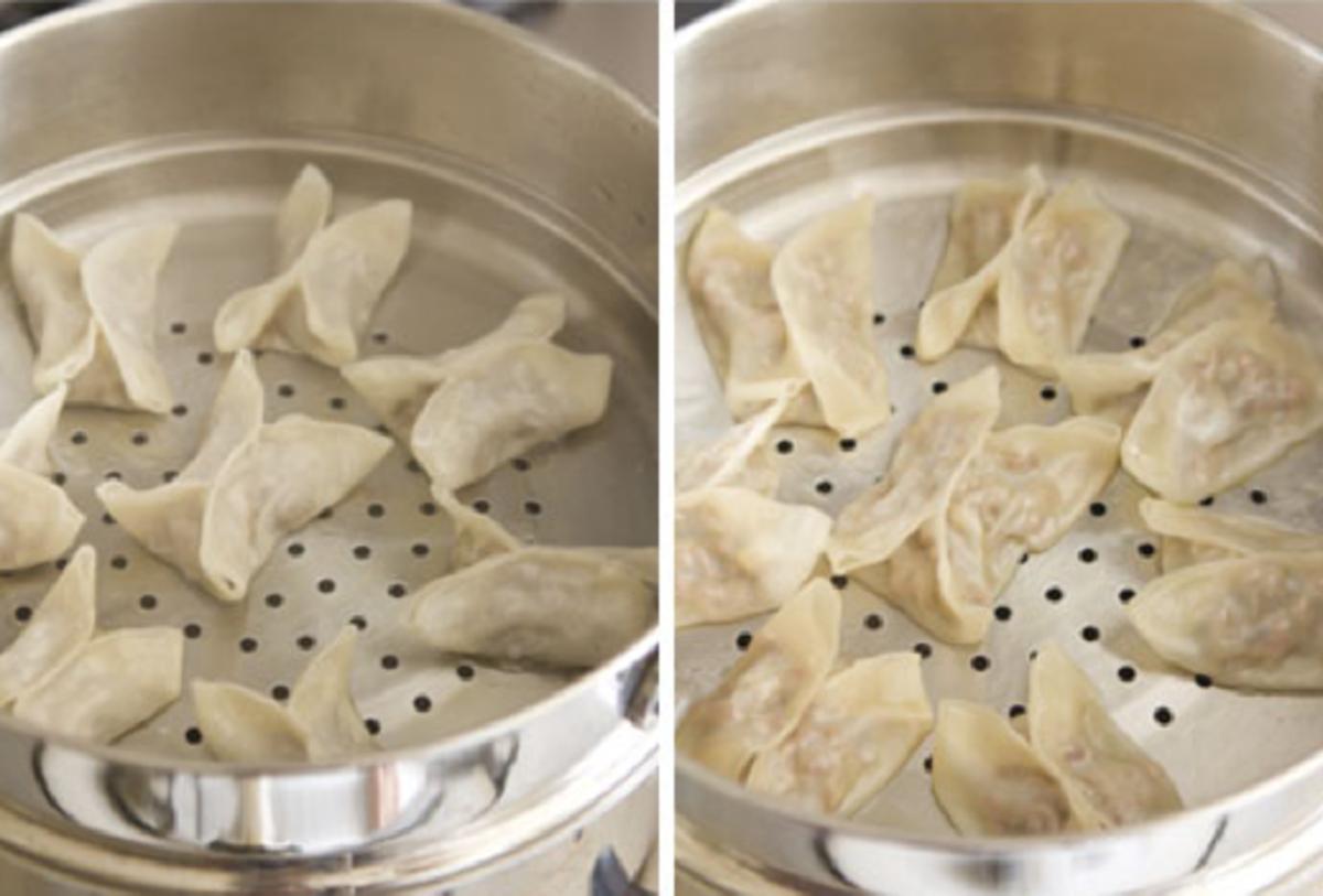 Steam the mantu, leaving some space between the dumplings.