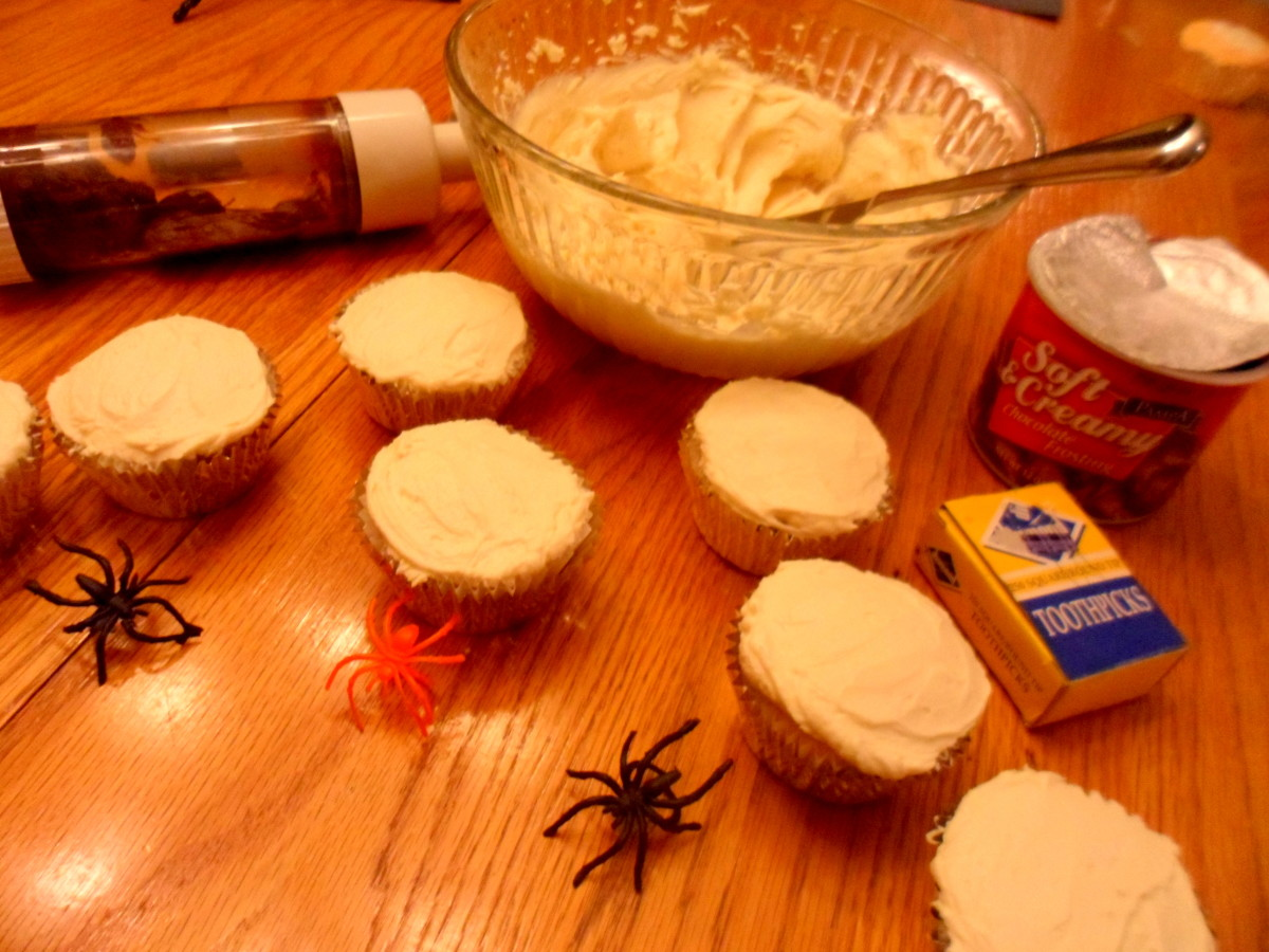Frost cupcakes with white buttercream icing.