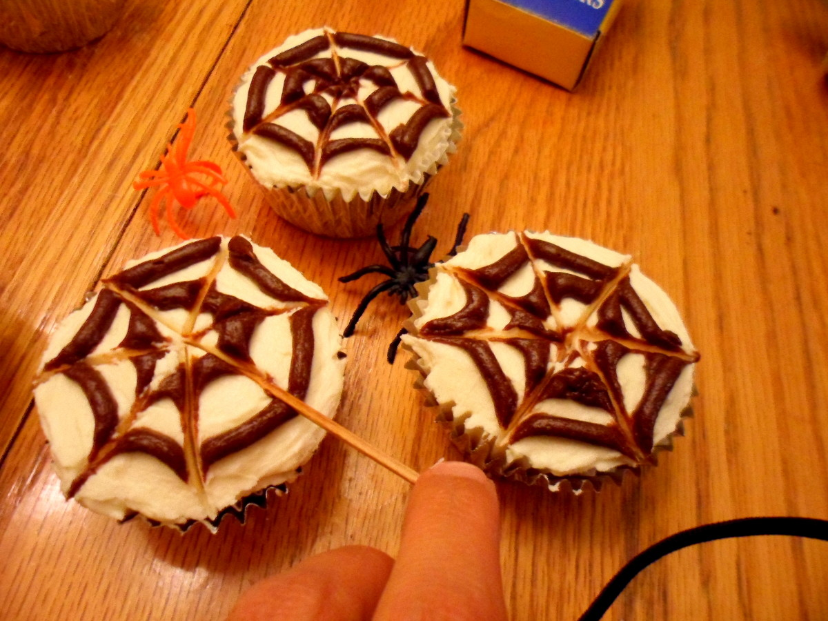 Insert a toothpick in the middle and drag it out to the outer edge create the web.