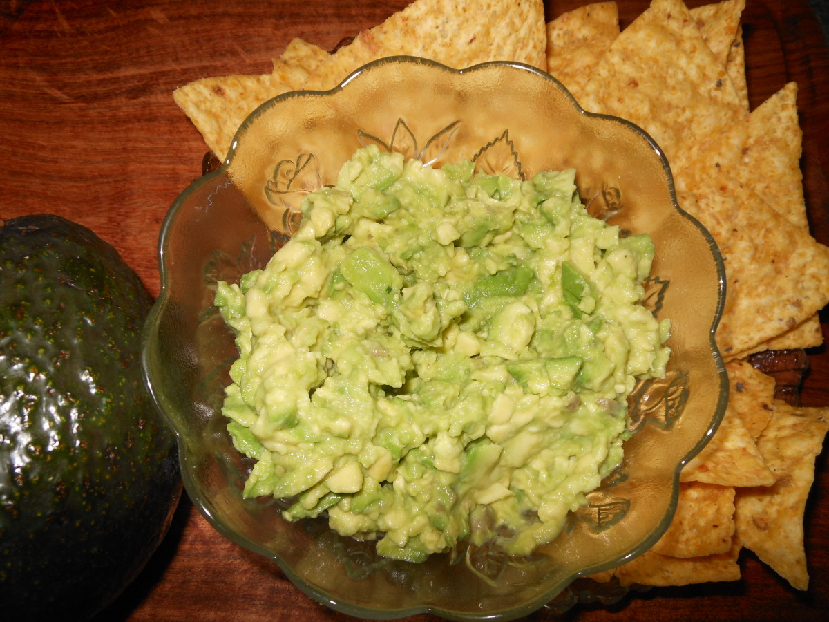 Simple Guacamole Recipe: Avocado, lime juice, garlic powder and salt. Mash and serve.