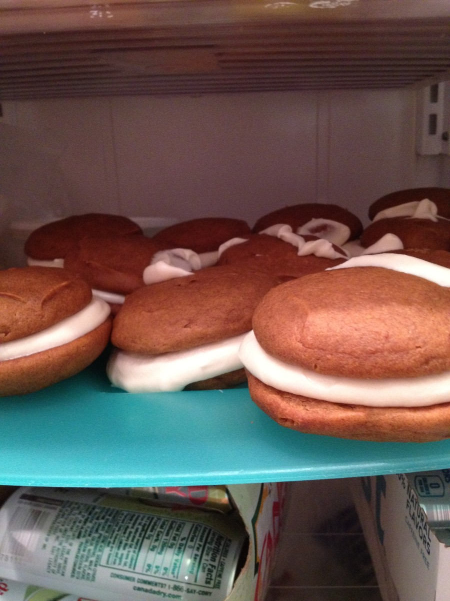 After assembling your whoopie pies, place them in the refrigerator to firm for 30 minutes.