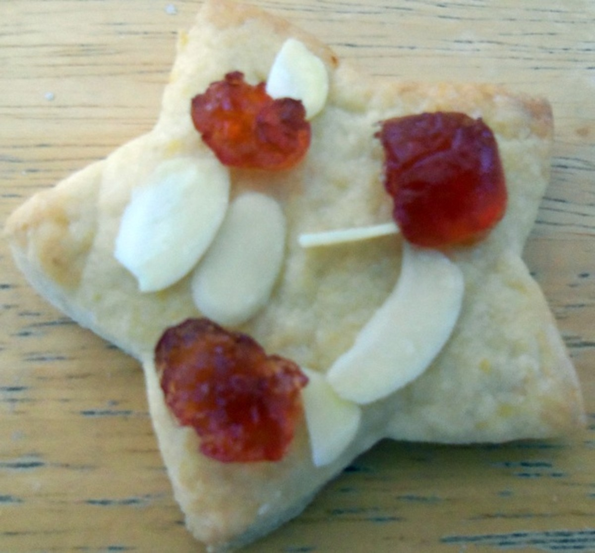 You can decorate the cookies simply with glacé cherries and flaked almonds.