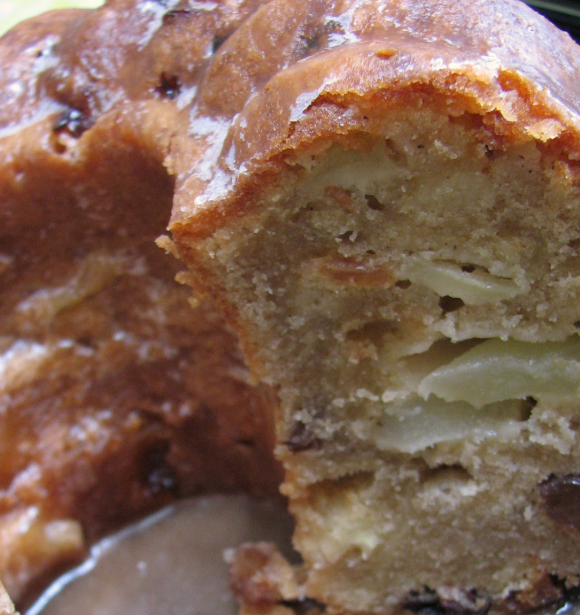 Juicy apple pieces and sultanas in the bundt cake. This cake did not last long!