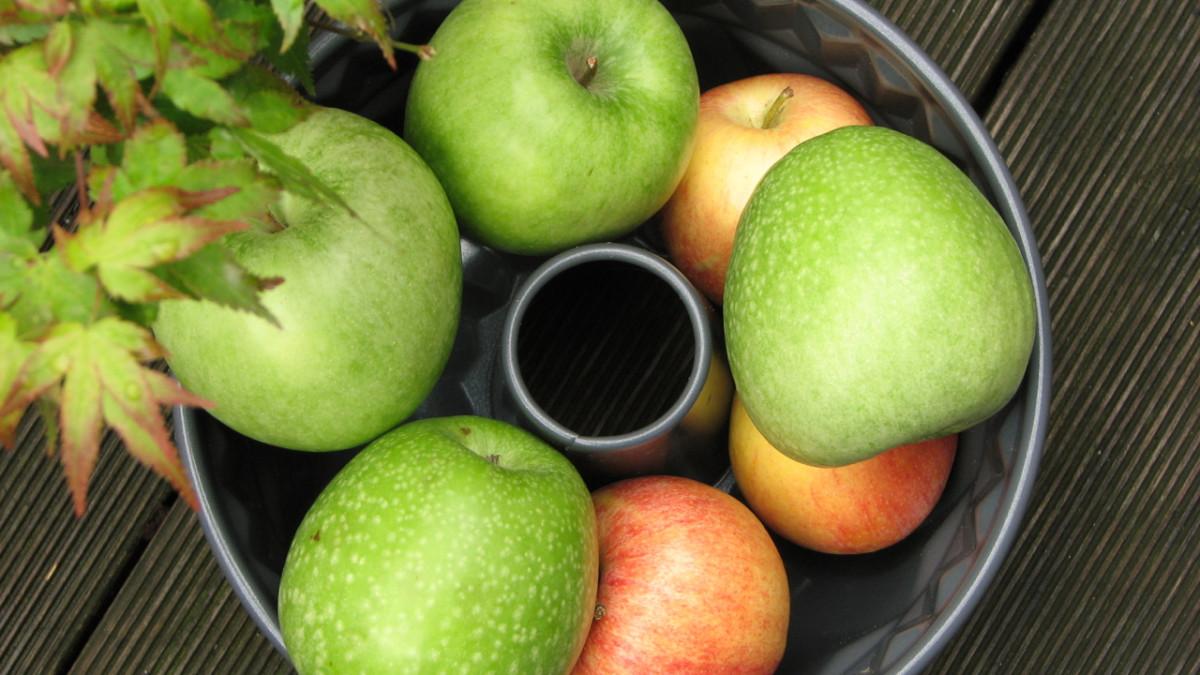 Apples are in season in autumn.
