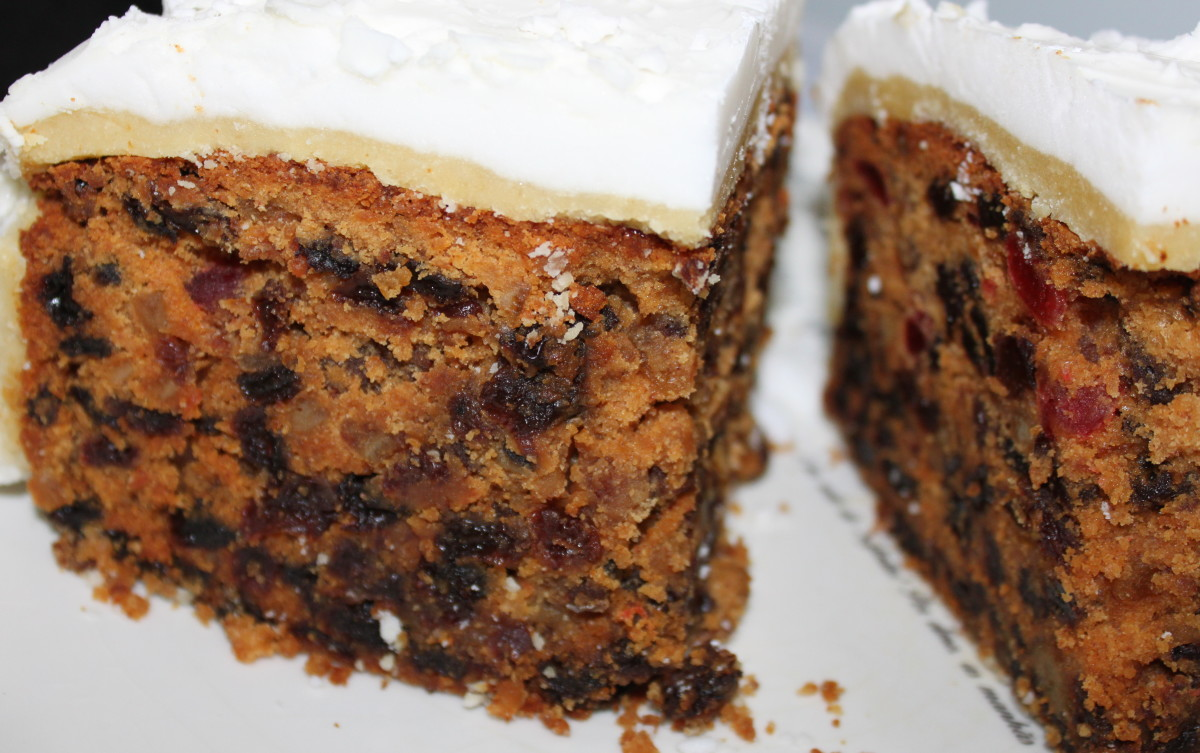 Feed Your Christmas Cake to Keep it Moist