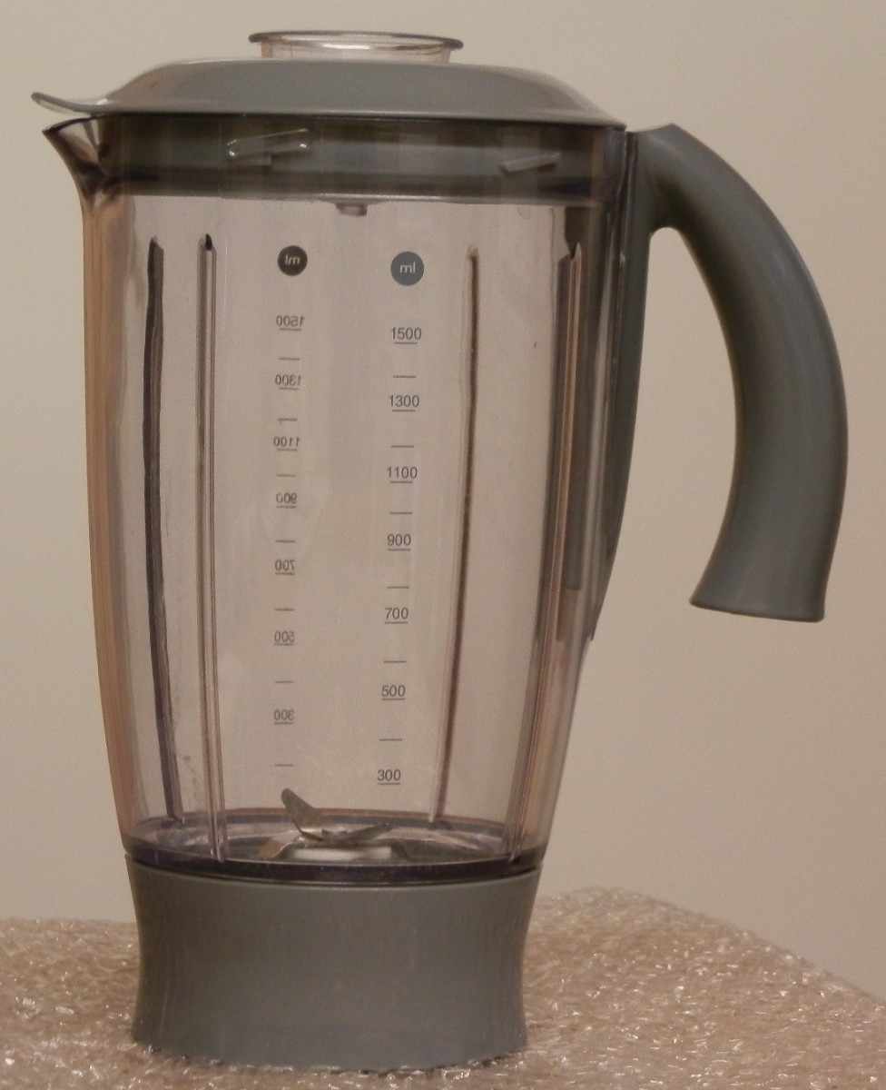 The liquidiser/juicer/smoothie maker