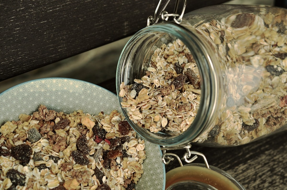 Eating manna bread can be a great way to include oatmeal in the diet.