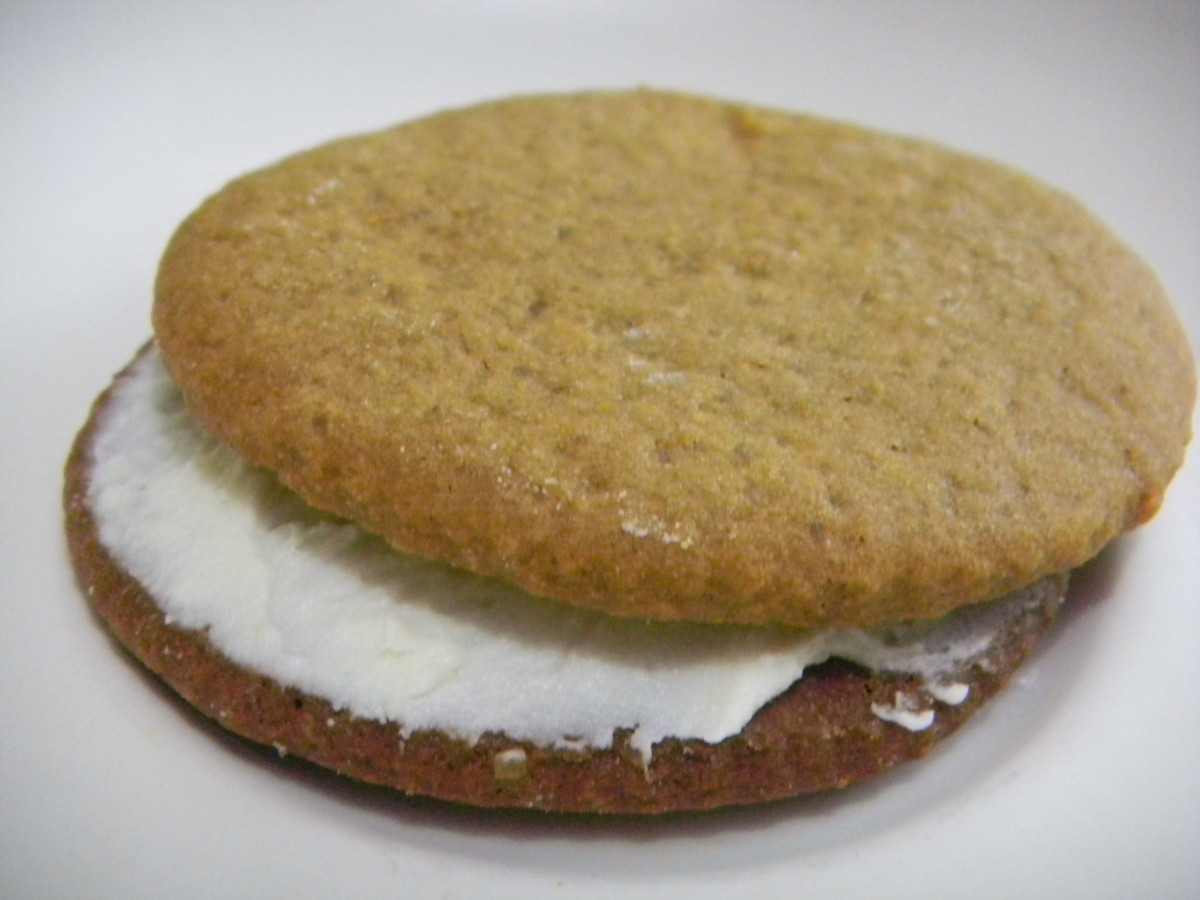 Place second cookie on top and apply pressure to level off the cream between the sandwich.
