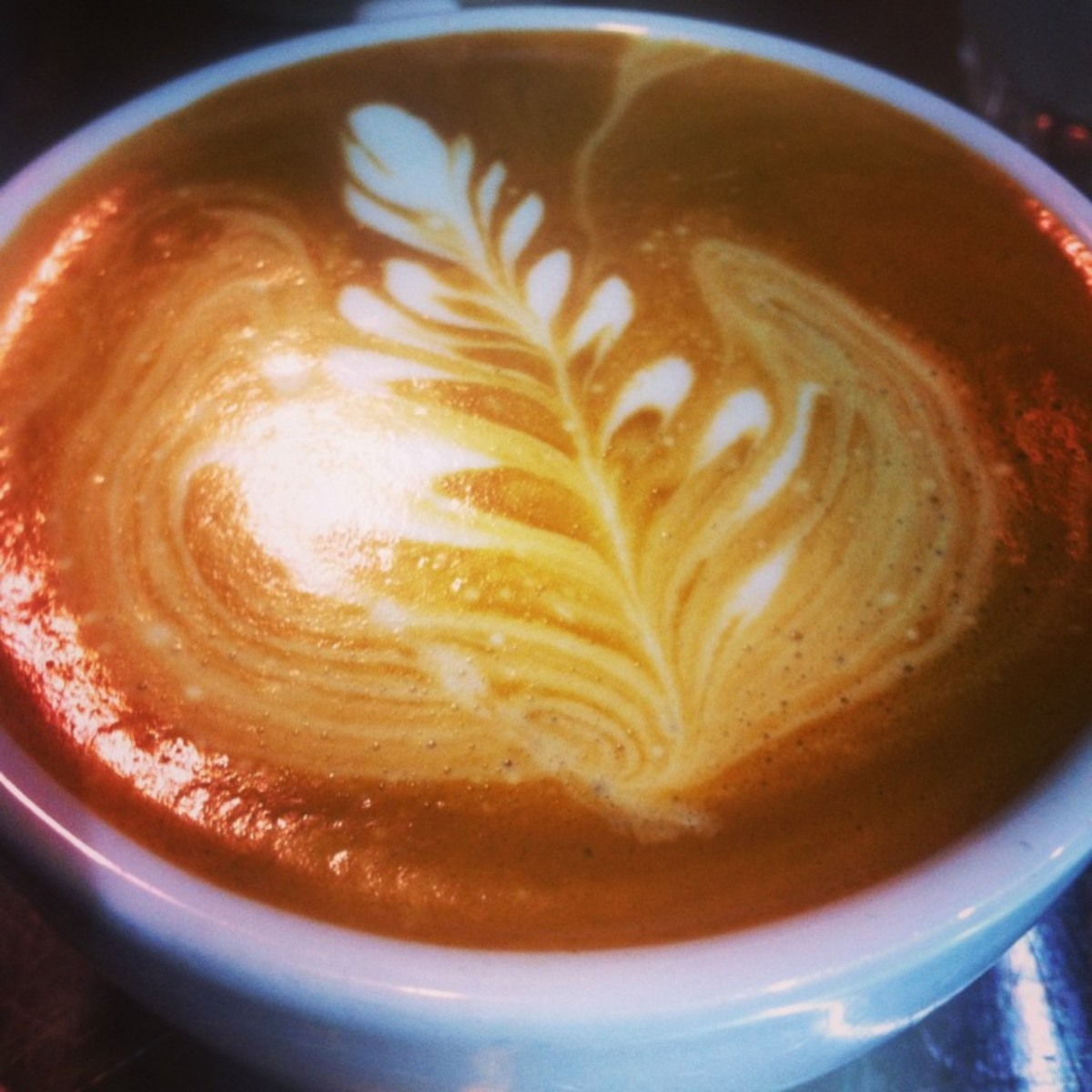 Latte Art Tulip or Leaf