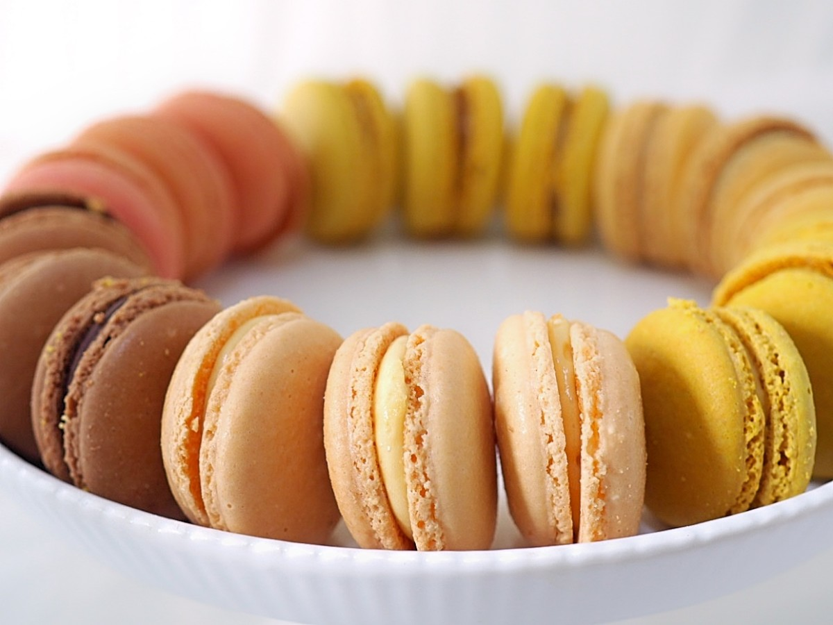 Macarons with vanilla buttercream filling
