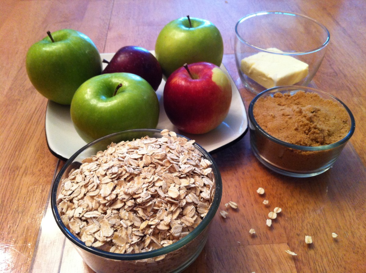 Ingredients for slow cooker apple crumble.
