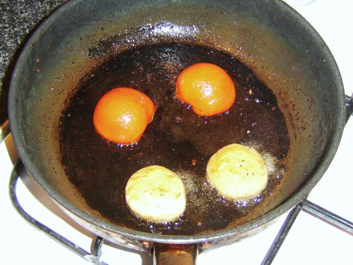 Frying tomato and mushrooms