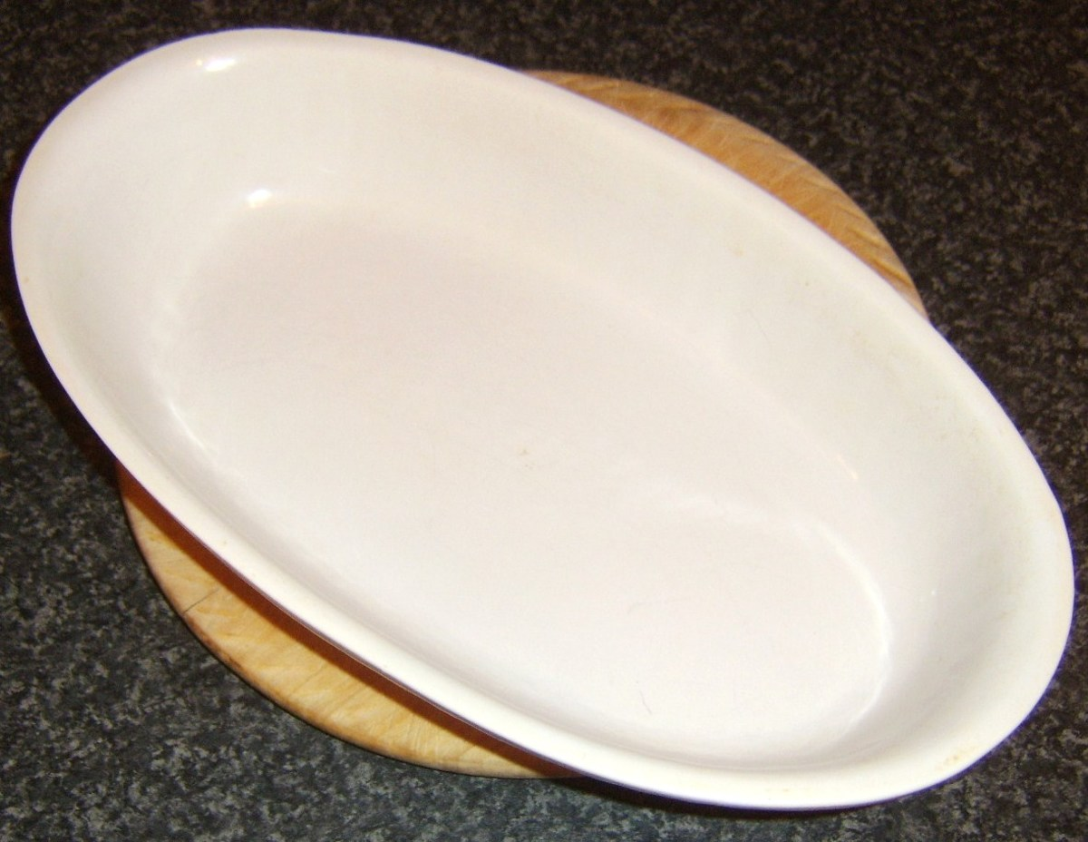 Ovenproof dish for keeping cooked items warm